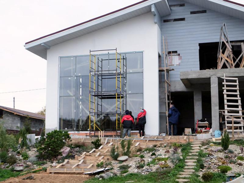 Теплое остекление фасада дома под ключ