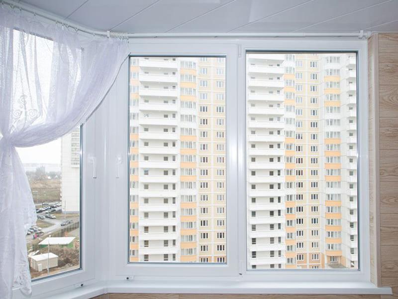 Пластиковые окна на балкон под ключ