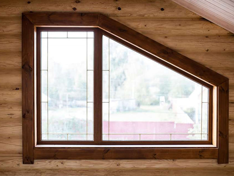 Глухое пластиковое окно в деревянном доме